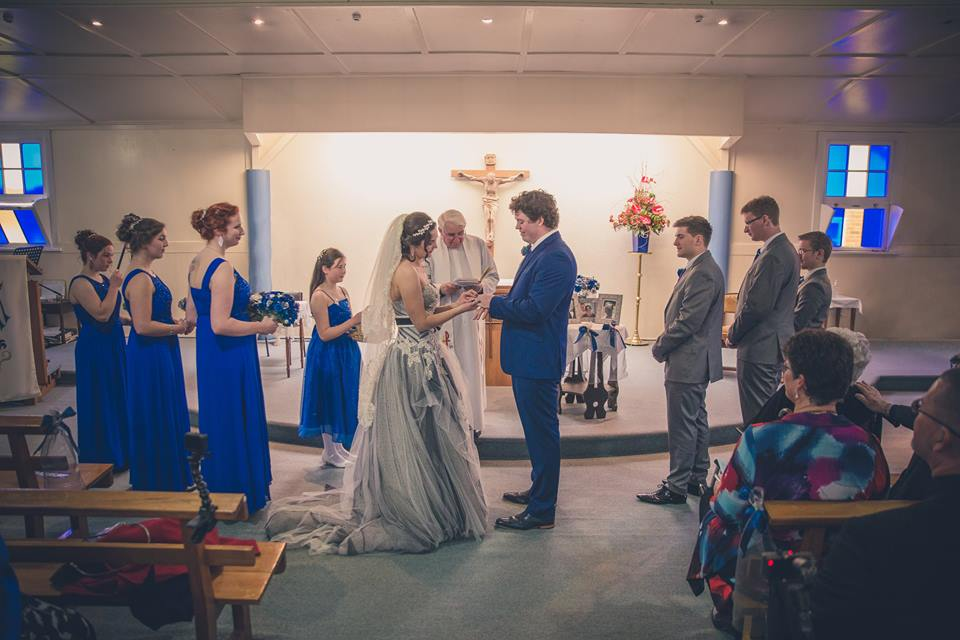 Bride+and+groom+facing+each+other+with+bridesmaids+and+groomsmen+standing+next+to+them