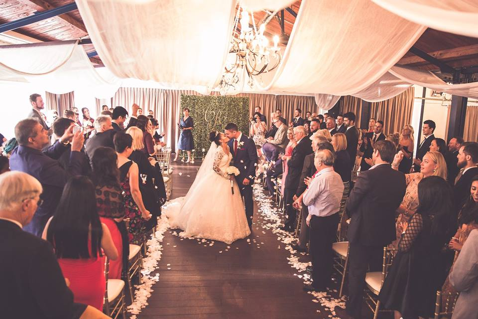Bride+and+groom+standing+in+the+aisle+and+kissing+after+the+ceremony (1)