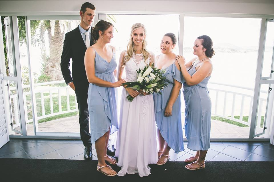 Bride+and+groom+standing+with+her+bridesmaids (1)