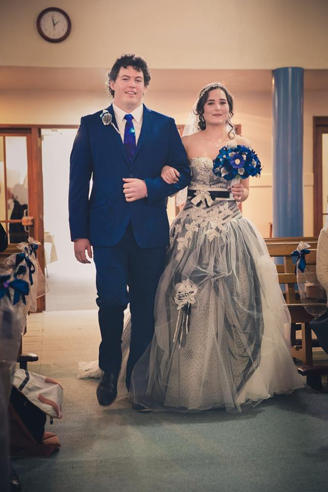 Bride+and+groom+walking+up+the+aisle+together+after+the+ceremony