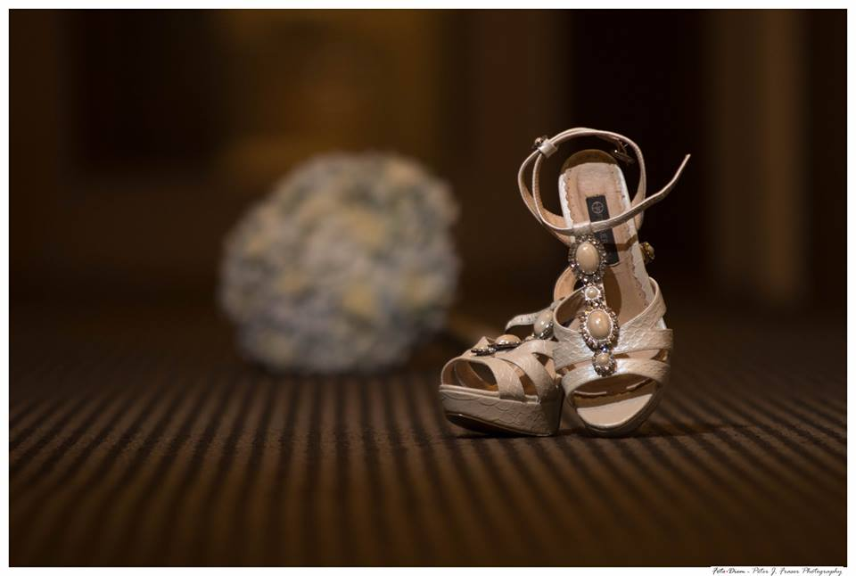 Brides+shoes+in+foreground+with+bridal+bouquet+out+of+focus+in+background