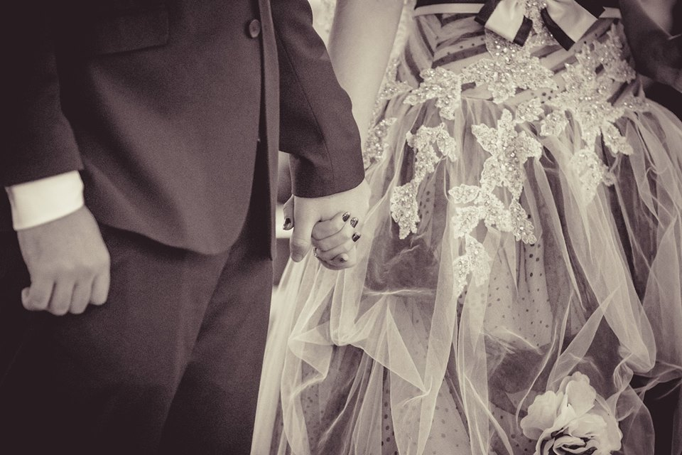 Close+up+photo+of+bride+and+groom+holding+hands
