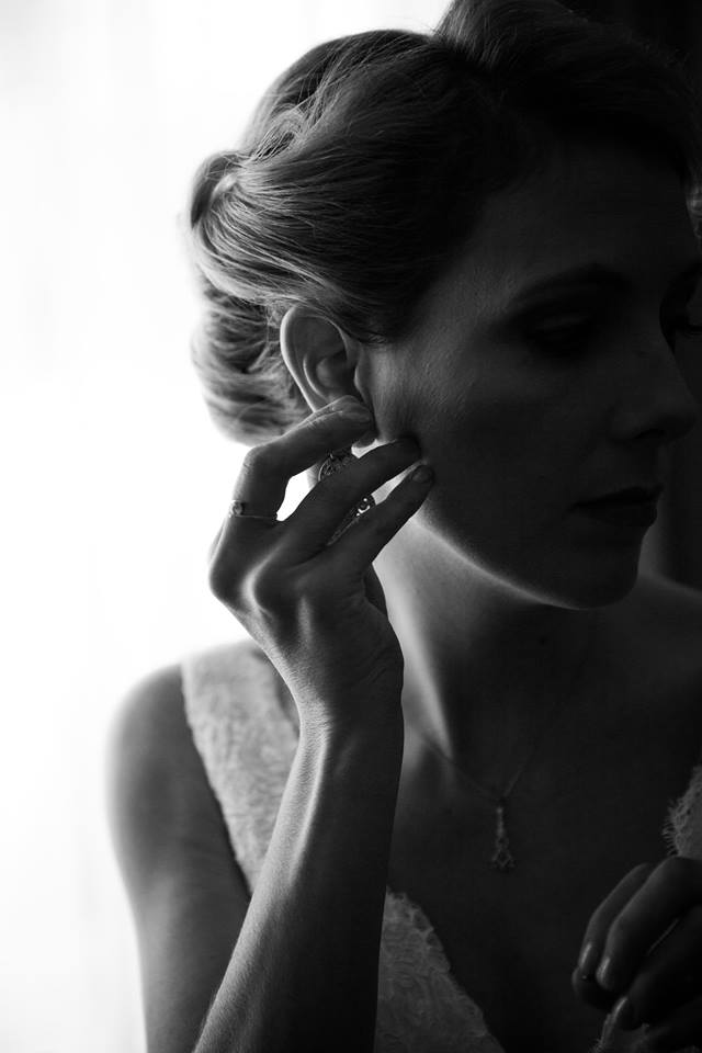 Profile+shot+of+bride+putting+in+an+earring