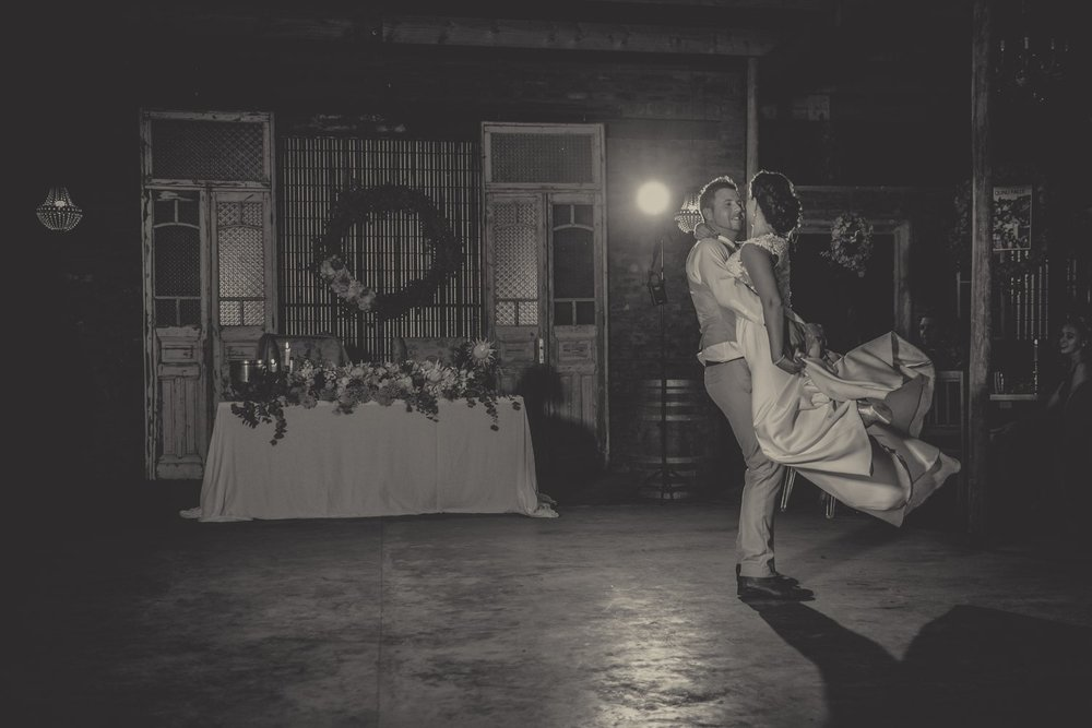 Groom+picking+bride+up+during+their++first+dance